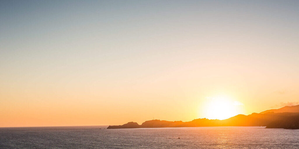 beautiful-sunset-over-the-oceanside-Elyo